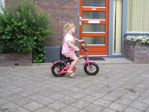 Marijn fietst zonder zijwieltjes!
