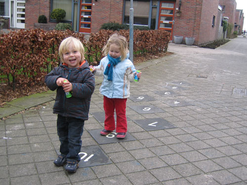 Sibren en Sofie spelen samen