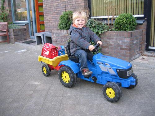 Sibren op zijn nieuwe tractor