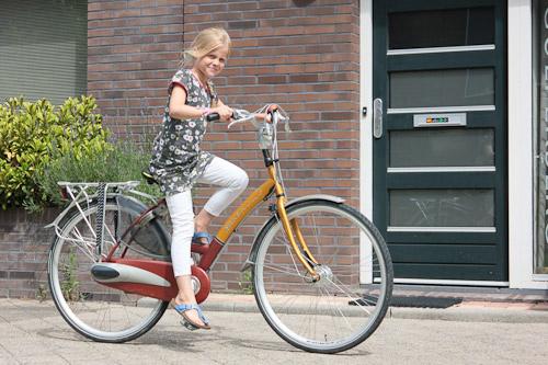 Marijn op haar nieuwe fiets