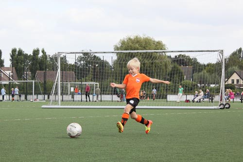 Sibren schiet op doel bij zijn eerste training